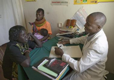 Kenya doctor with women patient